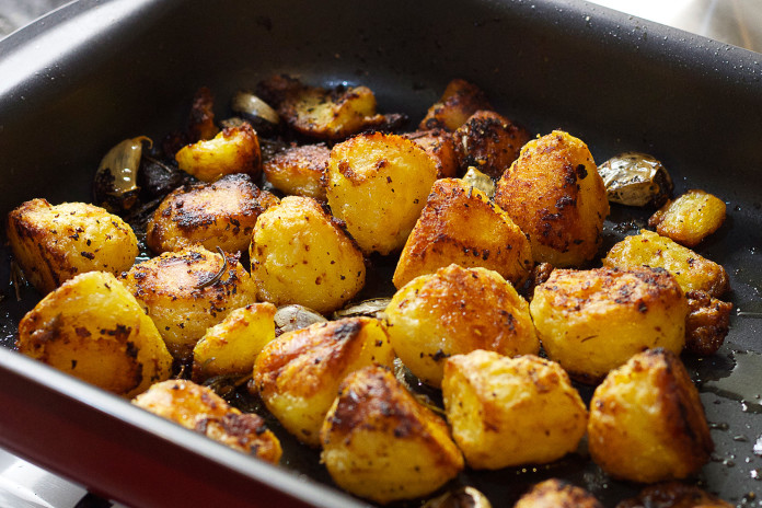 pečeni-krompir-1-696x464
